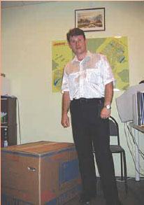 """И.Куликов в редакции """"Бутовские ведомости"""" с призом, 2006 г."""