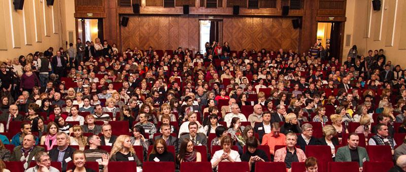 Зрительный зал Центрального дома литераторов на Всемирном Дне поэзии