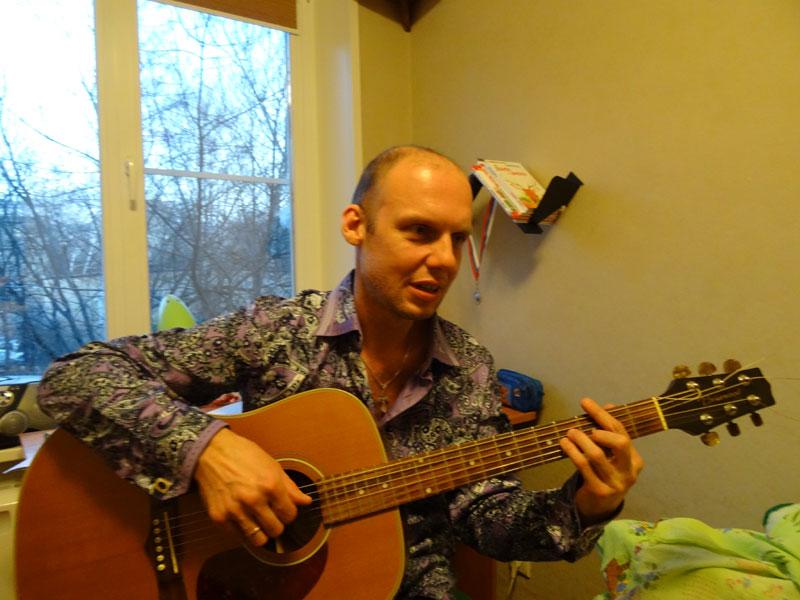 Алексей Горячев показывает новую песню, 9-я Парковая, 2014г.